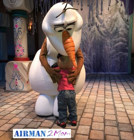 Olaf's Frozen Fun Zone: Disneyland Ca adventure