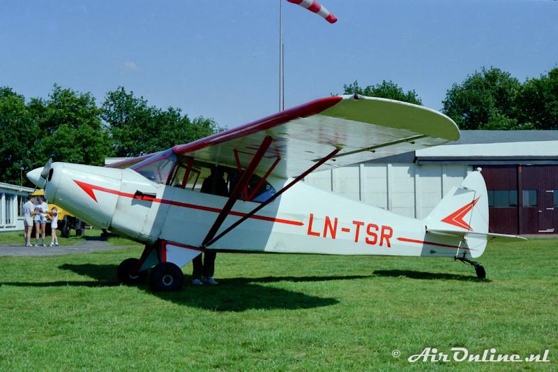 LN-TSR Piper PA12 Super Cruiser, Hilversum 7 juli 1985