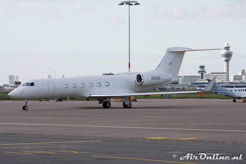 N32BD G-V Antair SA de CV (Schiphol, 13 oktober 2011)