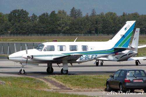 G-BLFZ Piper PA-31-310 Navajo C (Geneve, 26 mei 2004)