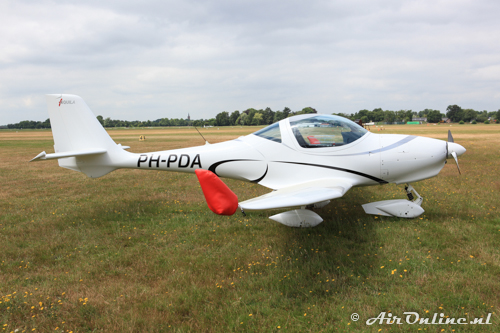 PH-PDA Aquila A210 (AT01)