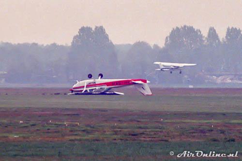 PH-SKH Cessna 172M Skyhawk ligt nog op zijn kop na de onfortuinlijke landing