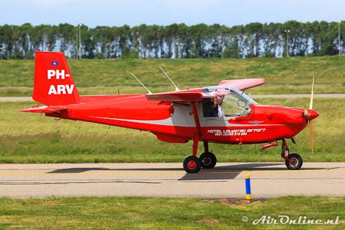 PH-ARV ARV Super 2 (Lelystad, mei 2011) met opschriften van de huidige eigenaar.