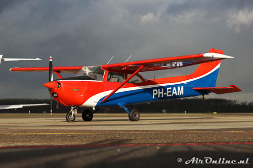 PH-EAM Reims-Cessna F172N Skyhawk met een nieuw kleurenschema