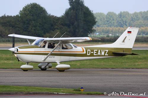 D-EAWZ Reims/Cessna F172M Skyhawk mooi groen tussen 't groen