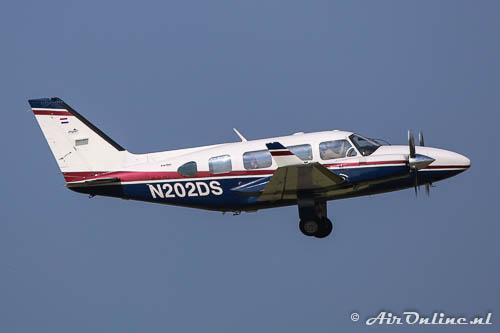N202DS Piper PA-31-325 Navajo C/R met winglets vanwege de Panther conversie