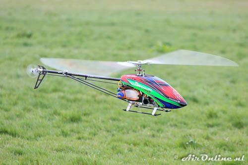 R/C Trex 700N DFC helicopter met een straalmotor