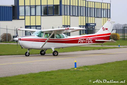 PH-TOL Cessna 172M Skyhawk afkomstig van het Groningse Oostwold