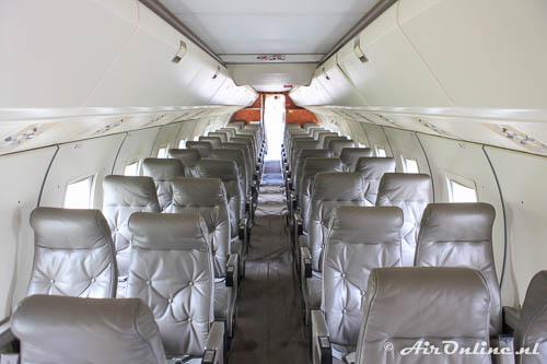 AP-BHZ Fokker F-27-500 Friendship heeft mooie lederen stoelen voor de passagiers