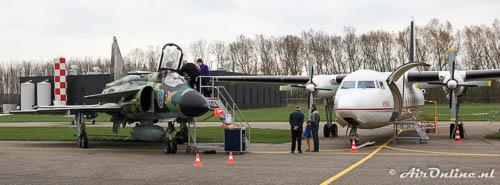 37901 (51-21) Saab AJSH37 Viggen en AP-BHZ Fokker F-27-500 Friendship