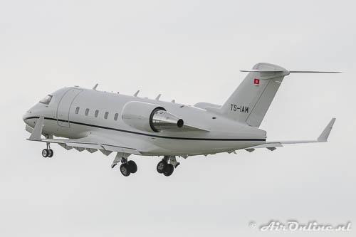 TS-IAM Bombardier CL.600-2B16 Challenger 604 op weg naar Tunis