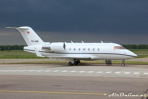 TS-IAM Bombardier CL.600-2B16 Challenger 604 met een dreigende lucht