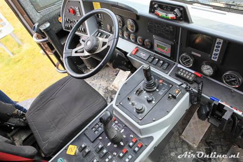 """De indrukwekkende """"cockpit"""" van de crashtender"""