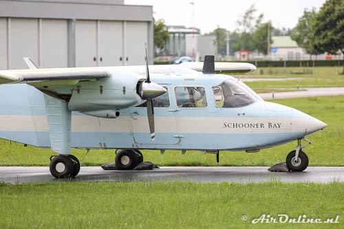 OY-FHB Britten-Normann BN-2A-21 Islander met de titels van de vorige eigenaar Schooner Bay