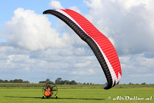 Paramoteur in de landing