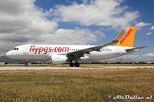 TC-DCE Airbus A320-214(WL) Pegasus, één van de civiele gebruikers van Konya