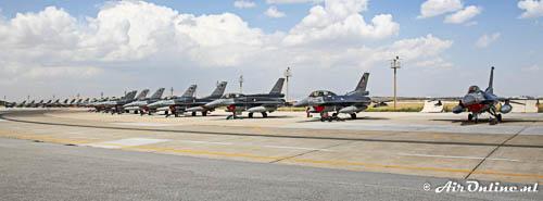 Platform vol met F-16's, de ruggengraat van de Turkse luchtmacht