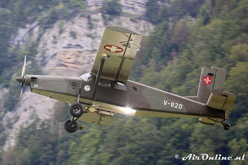 V-620 Pilatus PC-6 Porter vertrekt met para's