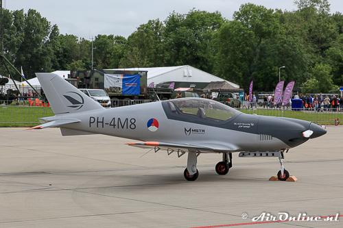 PH-4M8 Blackshape Prime BS-100 op de staticshow bij de Luchtmachtdagen (Leeuwarden, 10 juni 2016)