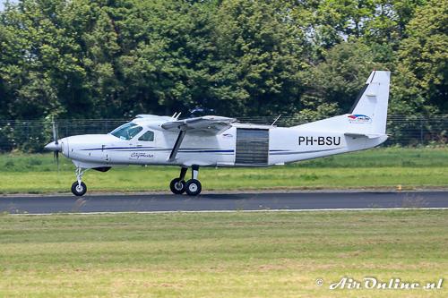 PH-BSU Cessna 208B Super Cargomaster (nog zonder raampjes (Rotterdam, juni 2015)