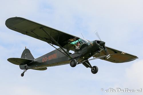 OO-MNM Piper PA-18-150 Super Cub