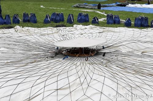 Ventiel geplaatst in de top van deze ballon met een net