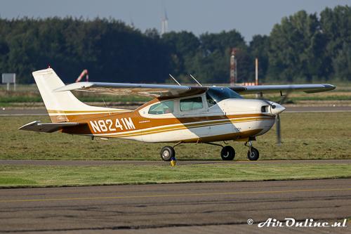 N8241M Cessna 210K Centurion haalde de SE-CHP op