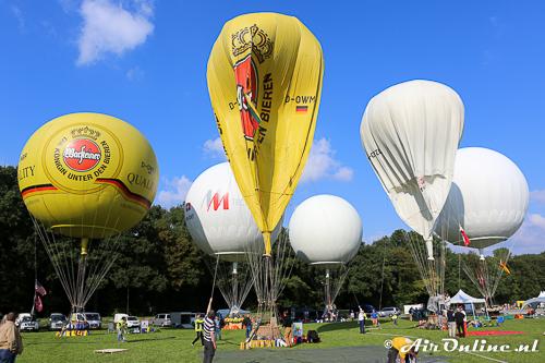Steeds meer ballonnen worden gevuld in de middag