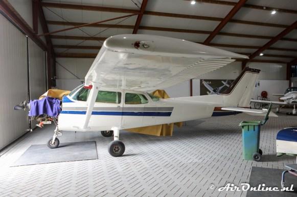 (PH-AWC) Cessna 172P Skyhawk II met de nieuwe en oude kleuren