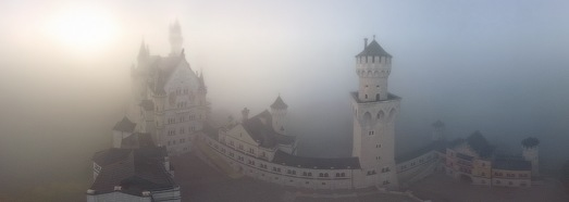 Замок Нойшванштайн в тумане, Германия - AirPano.ru • 360 Градусов Аэрофотопанорамы • 3D Виртуальные Туры Вокруг Света