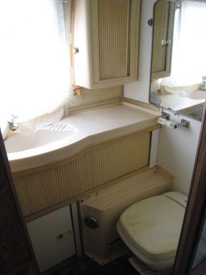 1975 31 Excella 500 Center Bath
