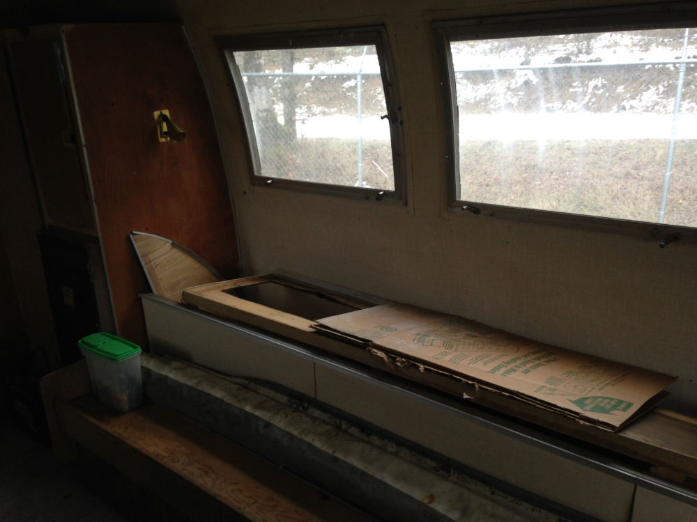 Appliances and interior from 1968 Airstream Globetrotter 20 Land Yacht