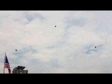 F18D dari No18 Skn TUDM beraksi di Perbarisan Hari Kebangsaan ke-69