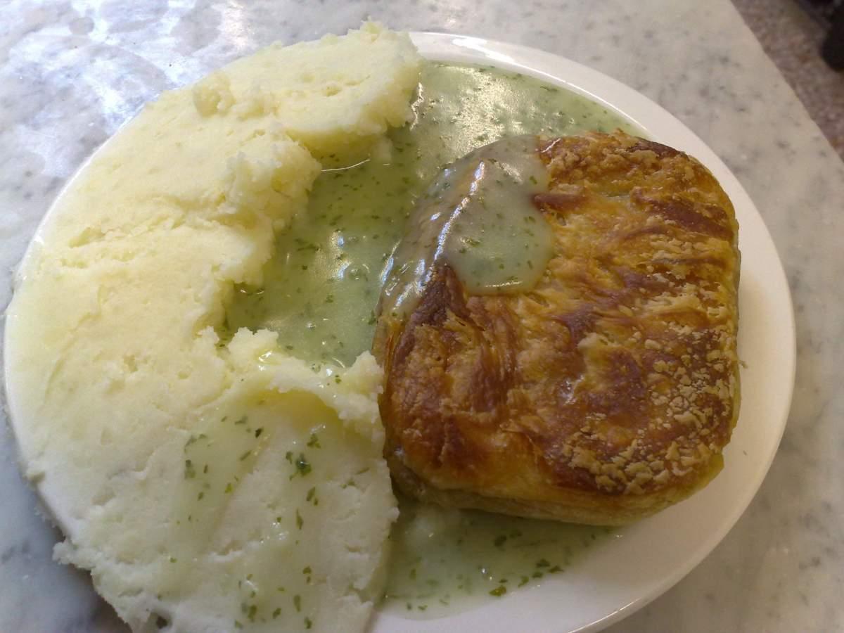 Le plat typique « Pie and Mash » - Photo par Secretlondon sous CC BY-SA 3.0