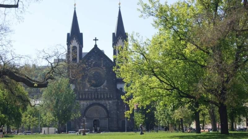 Visiter Prague: L'église des saints Cyrille et Méthode à Karlin