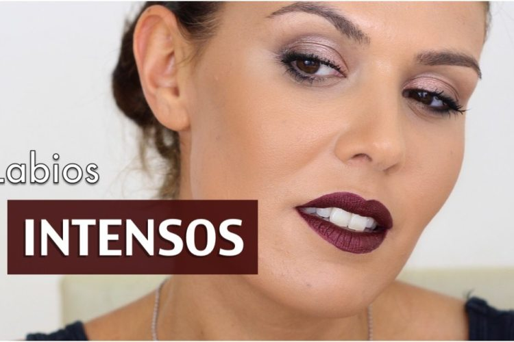 Maquillaje intenso de labios