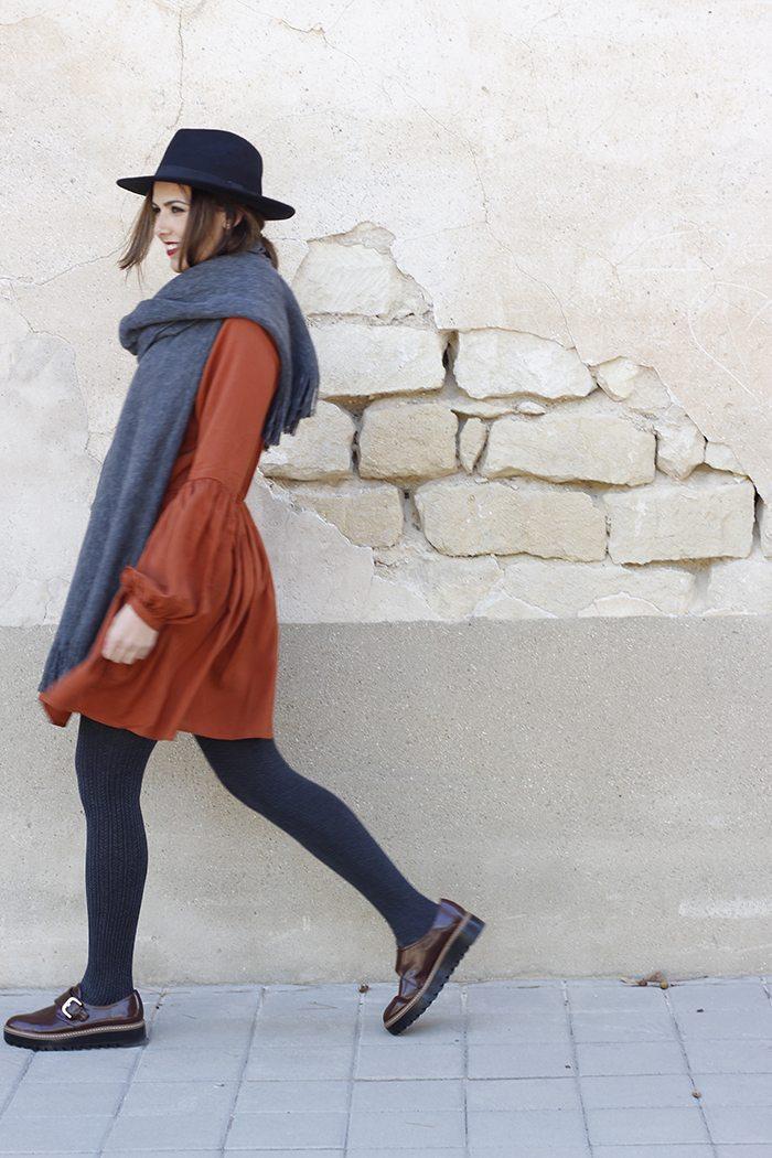 Outfit de otono con vestido