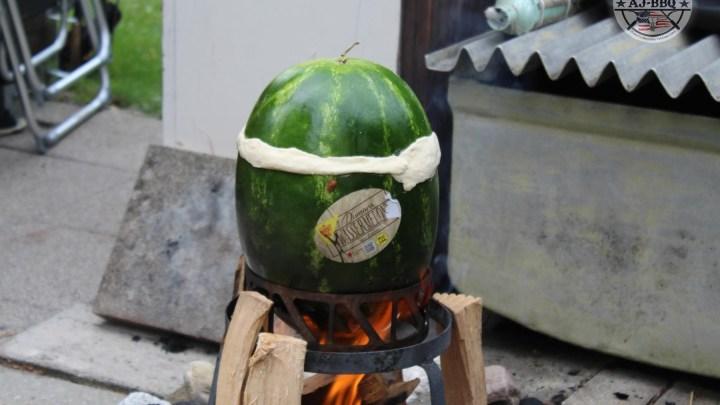 Hähnchencurry in der Wassermelone gegart