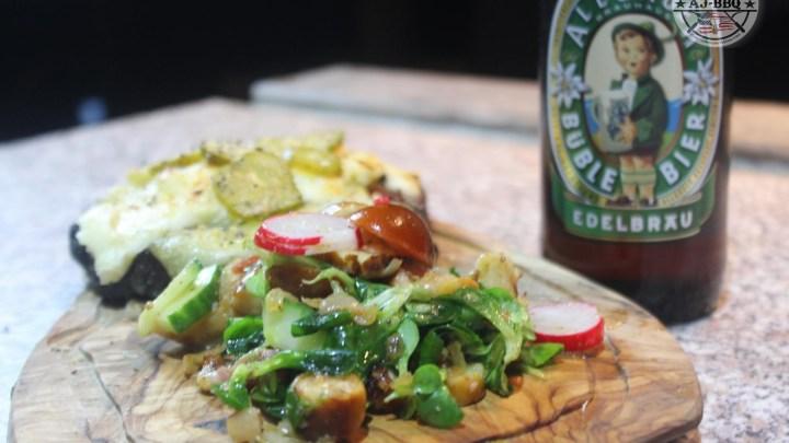 Allgäuer Käsesteak mit Brezn`salat