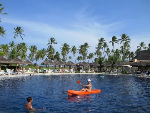 Brincadeira com caiaque na piscina do Iberostar