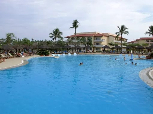PISCINA GRAND PALLADIUM IMBASSAI
