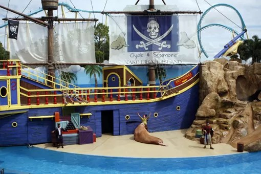 CLYDE AND SEAMORE TAKE PIRATE ISLAND SEA WORLD ORLANDO