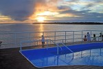 Nascer do sol do deck do Grand Amazon
