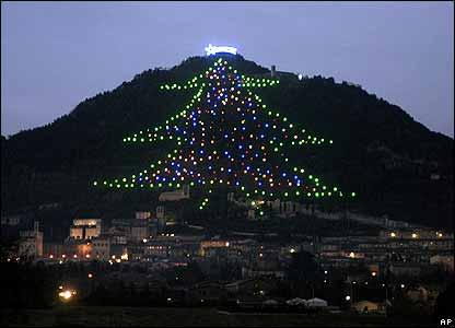 Arvore de Natal de Gubbio Foto da BBC de Portugal