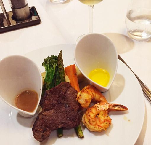 Prato principal de um dos jantares a bordo