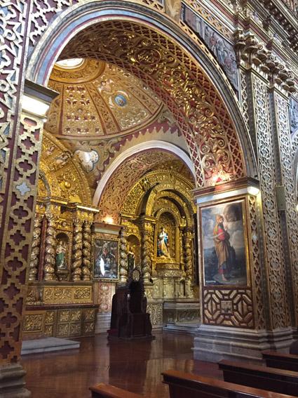 Interior da Iglesia de la Compañía de Jesús de Quito