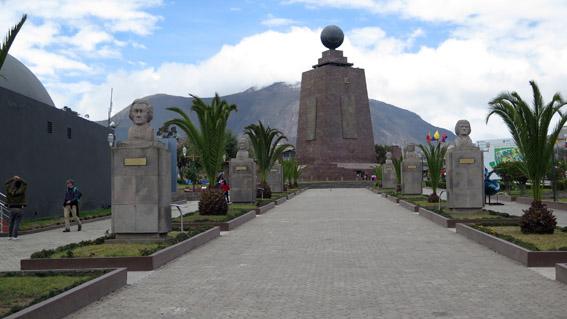 Monumento parque Ciudad Mitad del Mundo