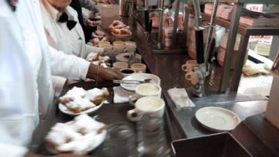 Cafe du monde_balcao garcon