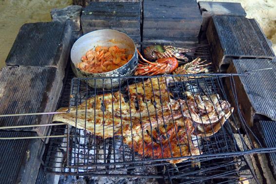 peixe-lagosta-camaroes-na-grelja