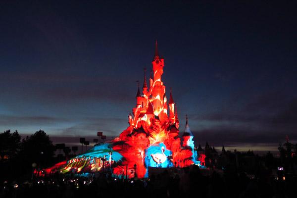 Disneyland Paris Illumination luz vermelho